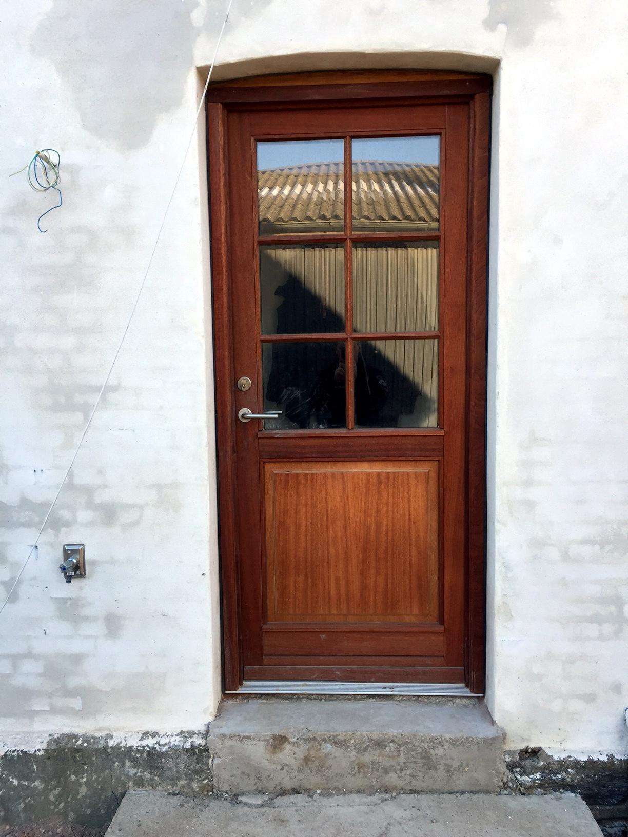 Se billeder af mahogni døre, mahogni vinduer og foldedøre i mahogni.