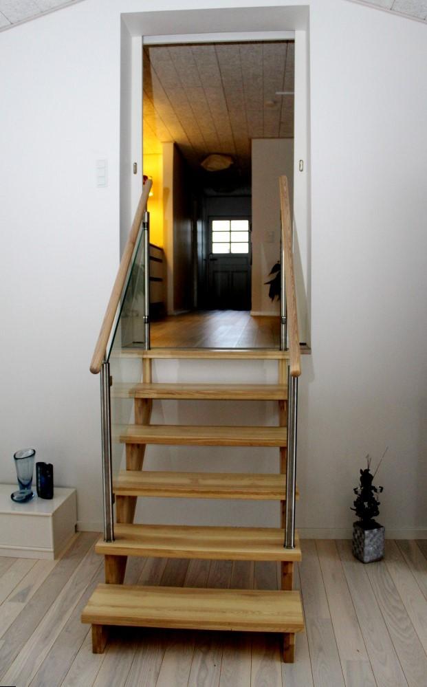 Indendørs trappe som ligeløbstrapper - kvalitetstrapper på mål